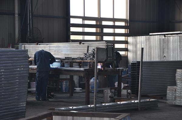 钢跳板生产车间