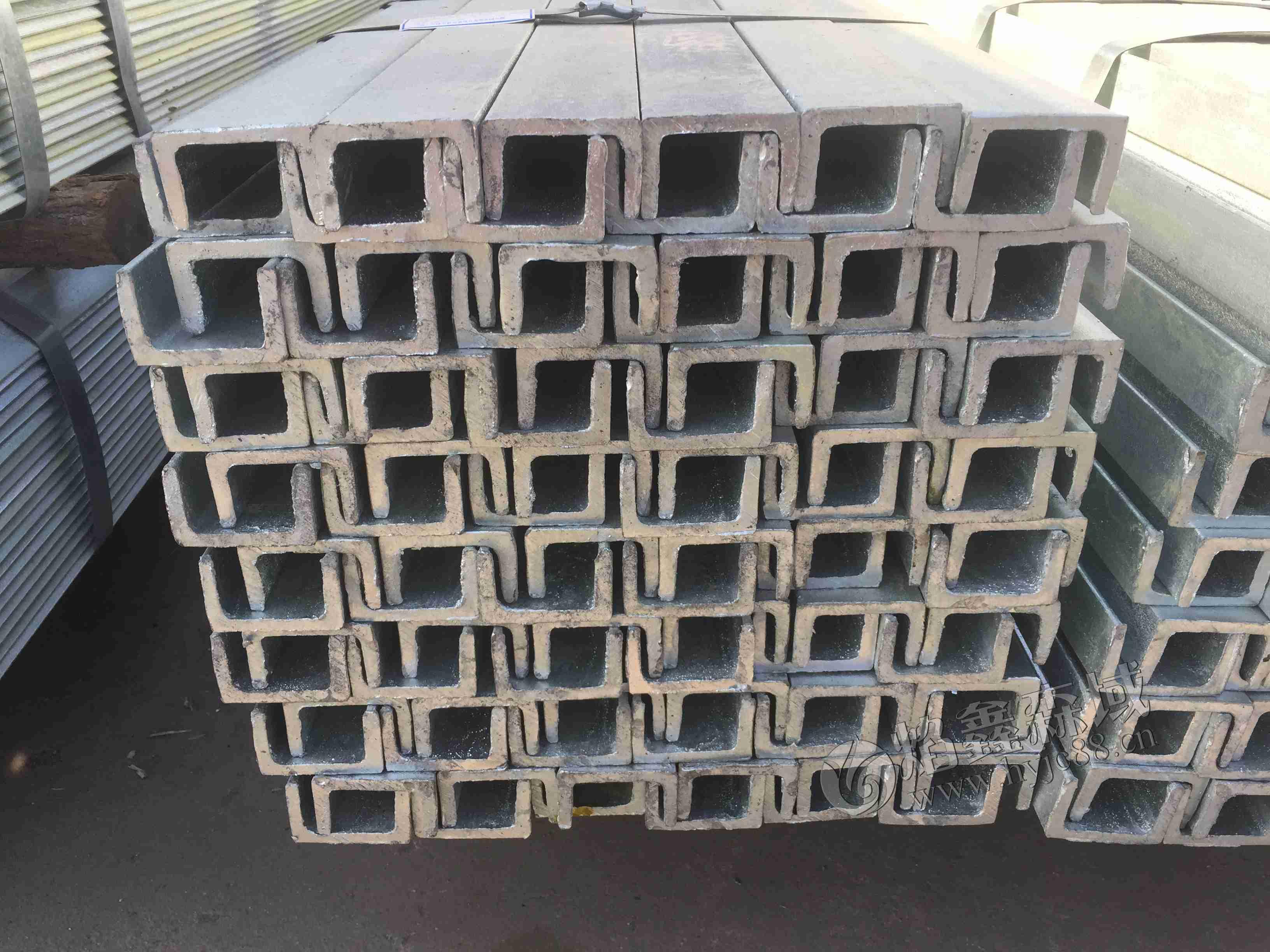 湖南槽钢厂家为您介绍槽钢常见的表面处理工艺