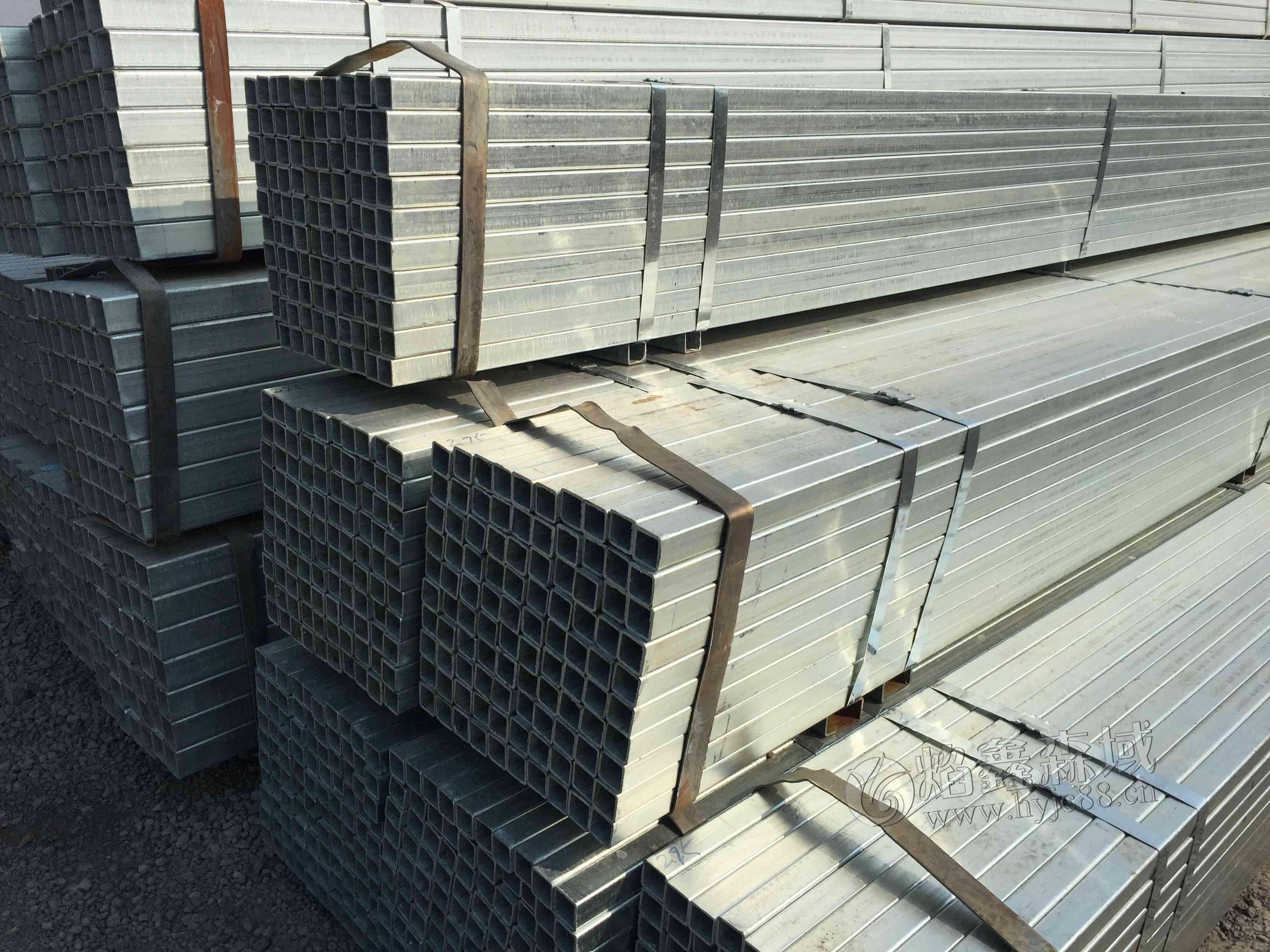 钢材价格略有回升,江苏热镀锌方管多少钱一吨了呢